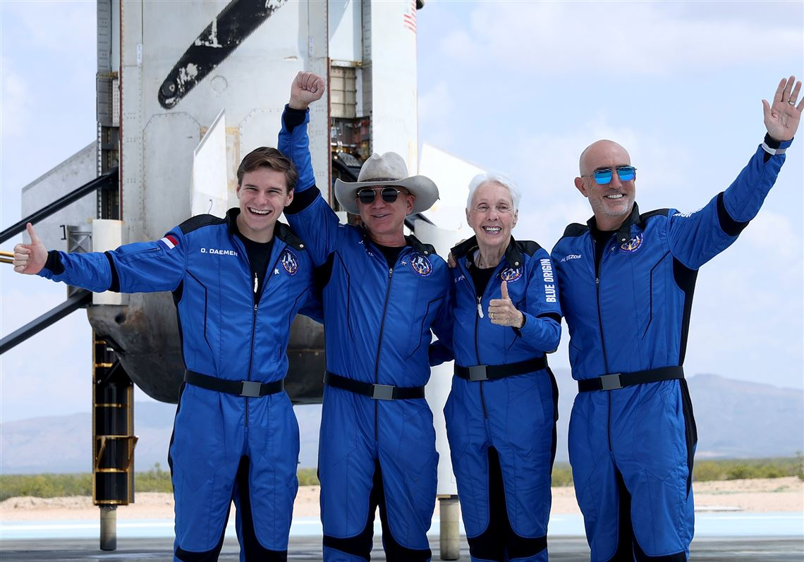 Jeff Bezos Blue Origin New Shepard Space Vehicle Flies The Billionaire And Other Passengers To Space